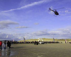 hélicoptére-qui-surveille-le-départ-du-touquet-raid-pas-de-calais-300x240