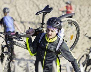 participant-à-vélo-sur-le-touquet-raid-pas-de-calais--300x240